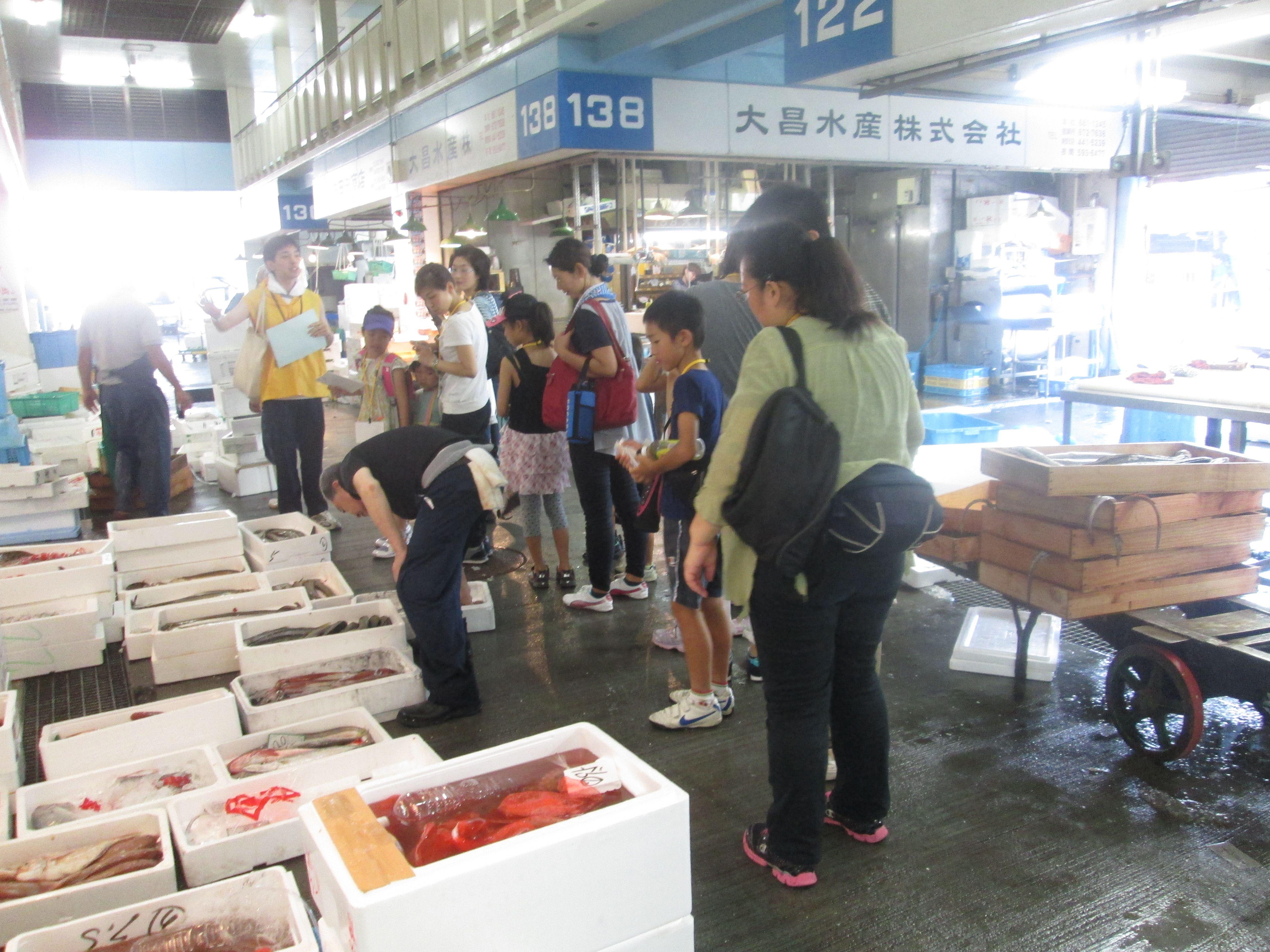 夏休み小学生親子見学会::神戸市中央卸売市場本場 とれたて ...